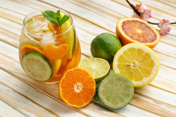 làm mát cơ thể bằng nước hoa quả