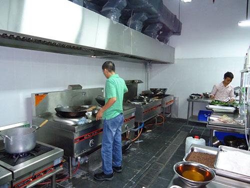Môi trường làm việc bếp ăn công nghiệp